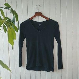 LOFT Petite black v-neck long sleeve tee XXSP